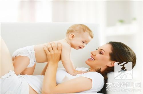 婴儿垫尿布的正确方法