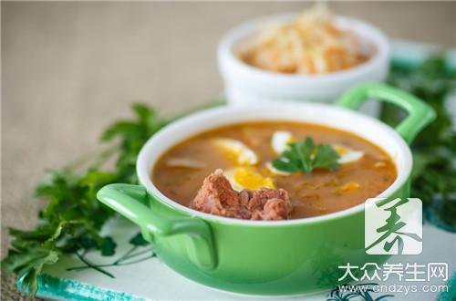 萝卜花生排骨汤